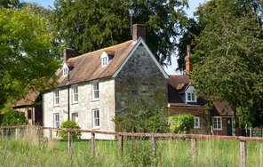 Queen Manor Farm, Clarendon